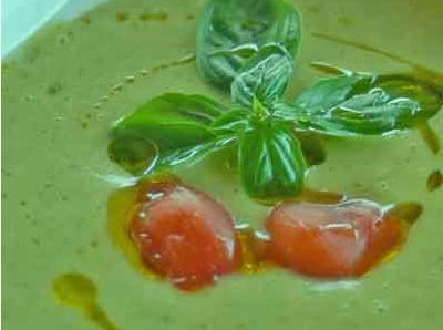Crema di zucchine fredda e basilico.
