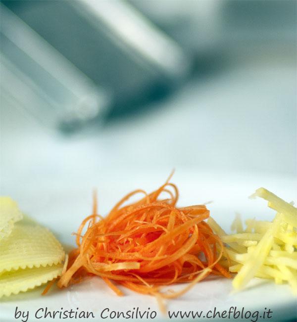 carote julinenne con mandolina
